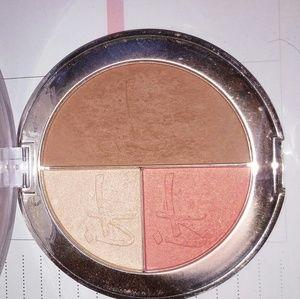 Blush, highlight, bronzer trio